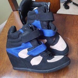 NEW! Simply Vera Wang Shoes